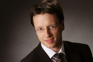 Dr. Bernd Uhlenhut